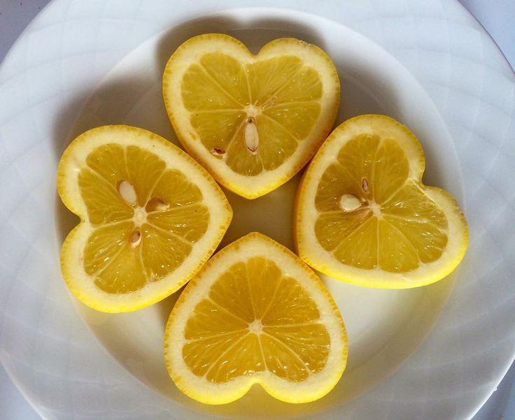 Özel kalıplarında sevgiyle şekillendirdiğimiz 100% doğal kalp limonlarımız sunumlarınızda harikalar yaratacak #shapedfruit #fruits #vegetables #lemon #limon #heart #love #sunum #lezzet #delicious #gurme #mutfak #creative