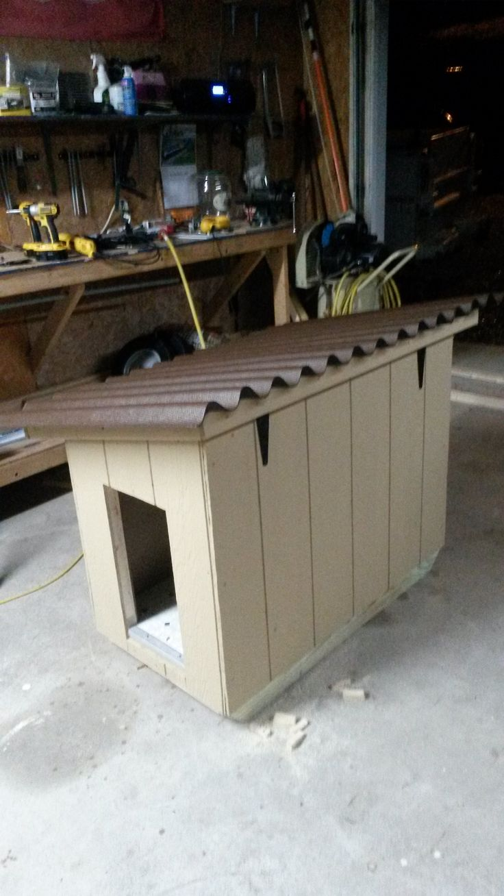 Insulated Doghouse With Hinged Roof And Linoleum Flooring