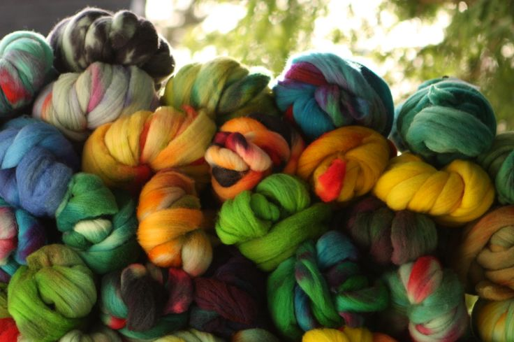 Are you overwhelmed by all the different preparations of spinning fiber available? Read this breakdown of each type & the styles of yarn they're used for.