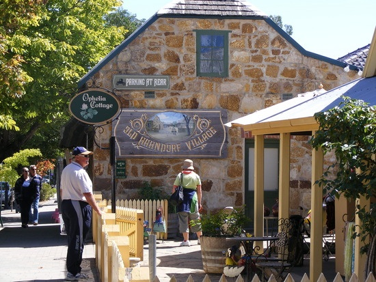 Haandorf - Adelaide Hills....a most beautiful day out here, and one of my favourite boutiques in view..Ophelia Cottage <3