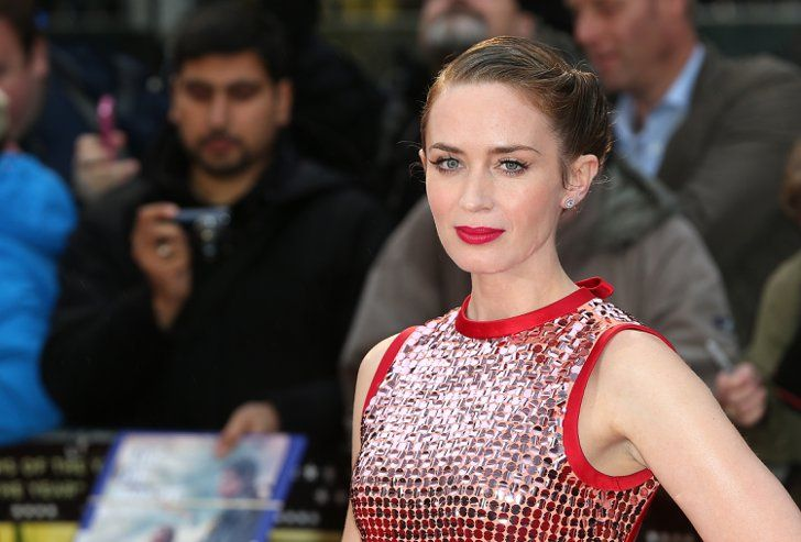 Pin for Later: Emily Blunt Gets Friendly With Fans at the London Premiere of Sicario