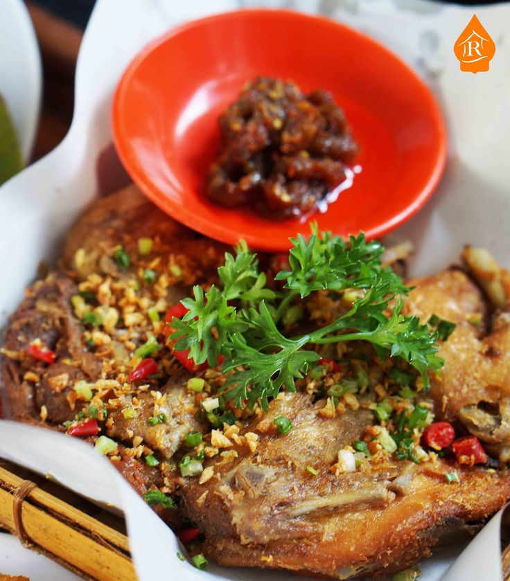 As an Indonesian, I always eat food with richer taste. Spicier, saltier, and more savory. That what makes local food tastes freakingly good. A tender bone fried chicken with chilie chopped as the seasoning will empower your day.
