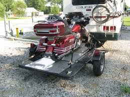 We provide best dump trailer in Palm Beach County. At All American Trailer we guide the customers properly in the selection of dump trailer and other trailer different trailer. We have best engineers to repair of the trailers.