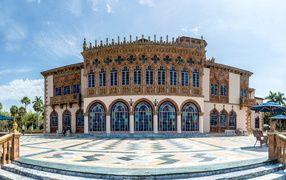 Красивое здание художественного музея Cà d'Zan, Сарасота. Флорида, США