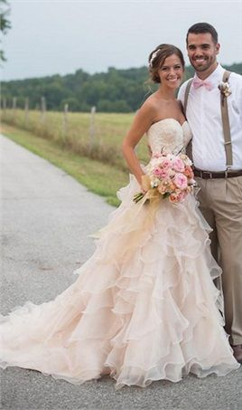 Blush Pink Country Western Wedding Dresses Vintage Sweetheart Neckline Lace Court Train Ruffles Organza Wedding Dress Bridal Gowns 2016