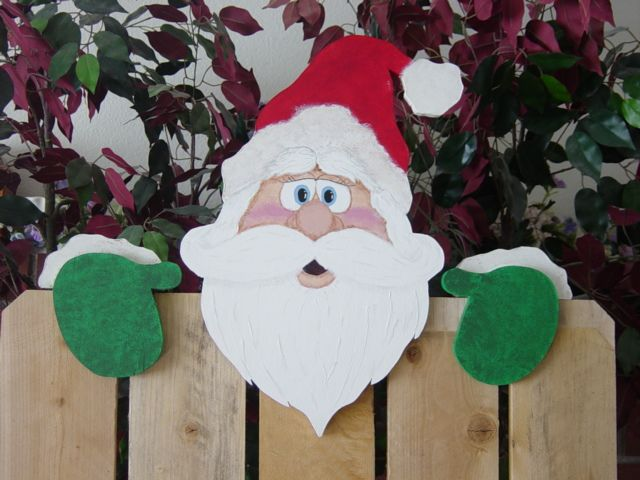 Holiday Fence Peeker This design is copyrighted by Winfield Collection.