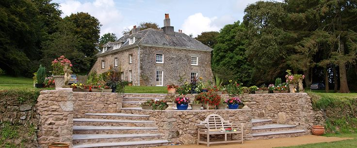 Tie the knot on Cornwall's romantic coast. This fabulous Queen Anne manor house has 8 bedrooms and is suitable for both small and large weddings