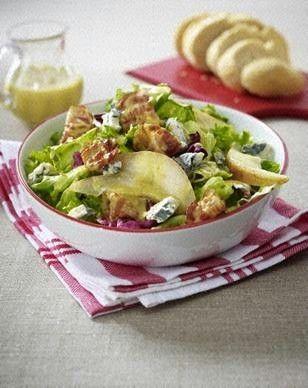 Gemischter Salat mit Gorgonzola, gebratener Birne und Speckstreifen (330 kcal)