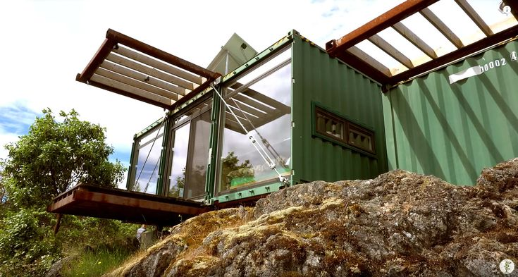 Mat & Danielle at Exploring Alternatives get a tour of a small shipping container home in British Columbia. It was built by the folks at HoneyBox, a home builder and shipping container supplier…