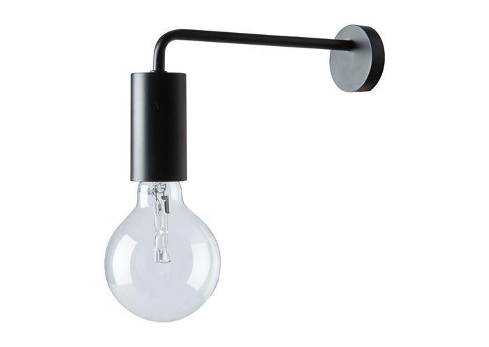 Vägglampa i svart metall.