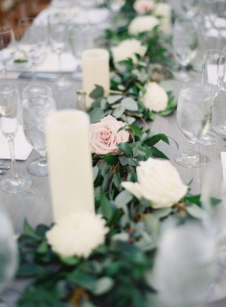 Bloemenslingers op je bruiloft in 2017? Wij laten je zien hoe je dit het beste aan kunt pakken! Image: 3
