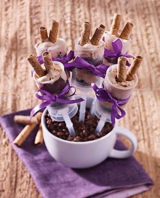 Ideia de Embalagem Diferente: Bolo na Seringa ou Push Pop Cake, Uma Novidade Incrível para Aniversários, Casamentos e outras Comemorações.