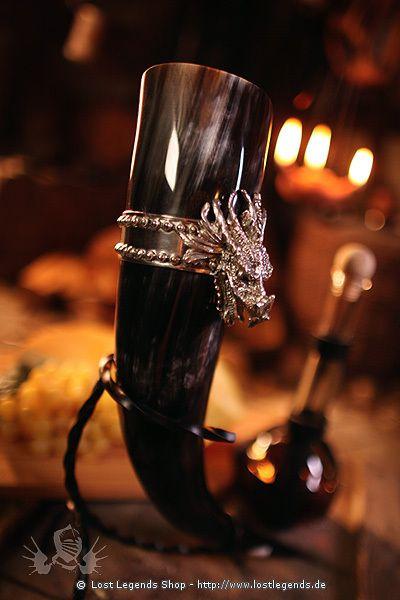 Echtes Trinkhorn für den stilvollen Metgenuß mit Zierband und Drachenkopf aus 95% Zinn, aufwendig…