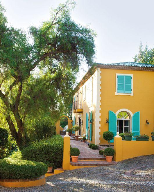 exterior_de_la_casa_con_fachada_en_ocre_1024x12802.jpg 530×663 pixels