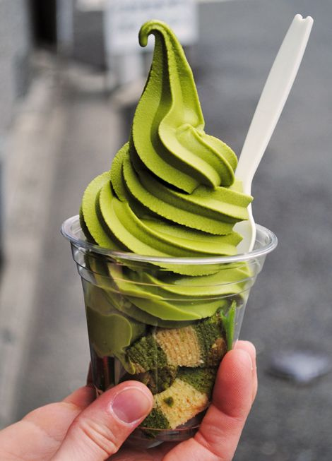 Did you say that you cannot pass up soft serve ice cream? Try it in green tea flavor at our walk in shops, on top of green tea cake, and cream puffs filled with green tea ice cream or green tea custard.