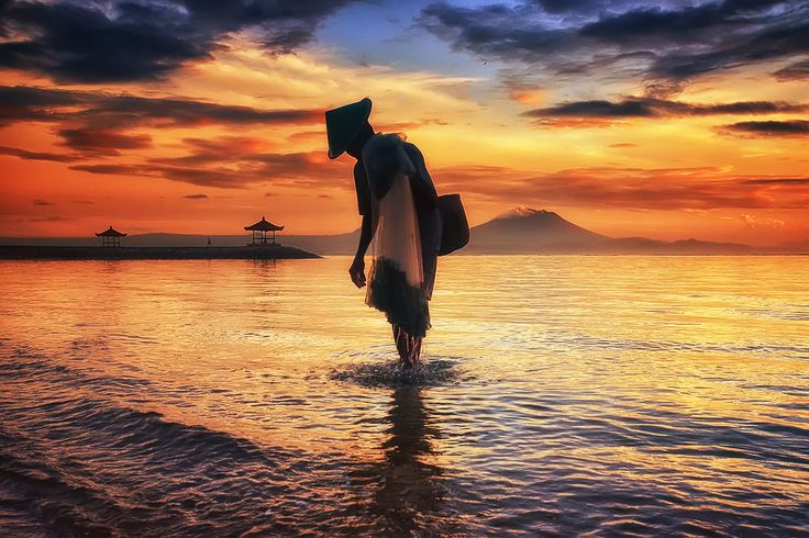 An old man from Sanur by Hendri Suhandi on 500px