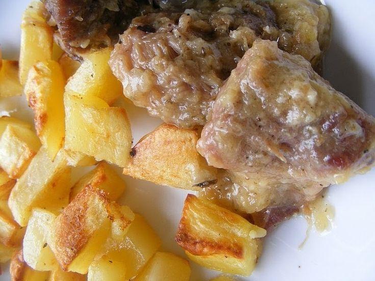 Az eredeti elnevezése az ételnek Fenséges pecsenye lusta asszony módra , de én lusta voltam ilyen hosszú címet adni az ételnek :) A pecsen...