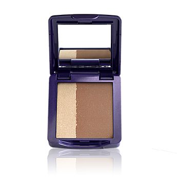 Shape, brilliance & emphasis with  this multipurpose bronzer duo  Bronzer and shimmering  highlighter in one  Buildable surface for a sunkissed  radiance or deep tan look  Soft, blendable particle for  glossy smooth application  With HALOLIGHT  TECHNOLOGY � for  SUBTLE LUMINOSITY  Generate a sun-kissed look, any time you want. Functional bronzer duo with dark bronze tone to make figuration and shimmering shade to highlight, in a silky powde