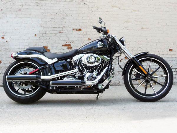 ¿Alguien recuerda quién maneja esta moto? Harley Davidson Street 750  #Moto #TeamCap #WinterSoldier