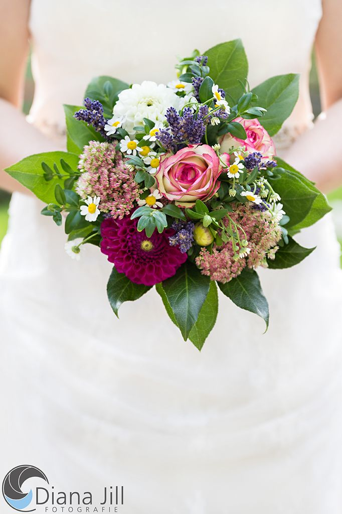 Bridal bouquet: September   -   Some of the used flowers: rose | marguerite | dahlia | lavender | box