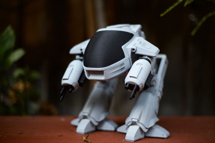 Incredible Robot by Antoine Mercadal 