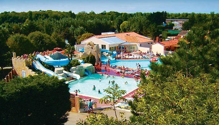 Dans ce camping 4 étoiles, vous passerez de belles vacances en famille prés des Sables d'Olonne, entre parc aquatique et plages
