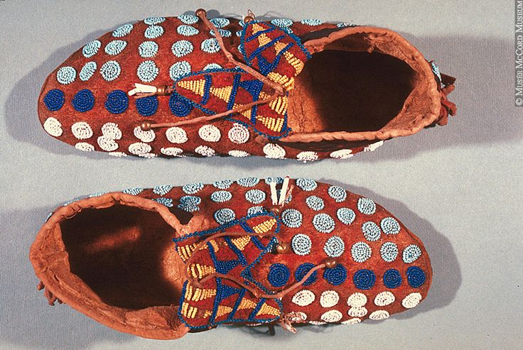47 best images about moccasins on pinterest high tops for What crafts did the blackfoot tribe make