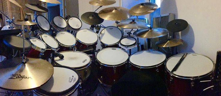 Ludwig and Roland electronic drums, Zildjian and Sabian cymbals, Vic Firth drum sticks, Tama First Chair hydraulic drum thron, Tama double bass drum pedal