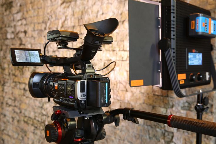 Sony PMW-200 and a 1x1 Lightpanel, versatile set up for Documentary making