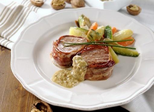 Filetto di manzo accompagnato da Sugo fresco alle noci