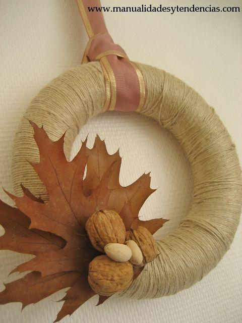www.manualidadesytendencias.com DIY corona navideña / Christmas wreath / Couronne de Noël #adornos navideños #manualidades #Navidad