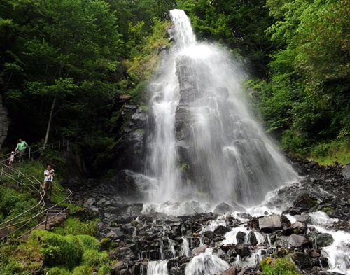 Der Trusetaler Wasserfall ist der höchste Wasserfall in Thüringen. Das künstlich angelegte Naturdenkmal liegt unterhalb von Brotterode. Foto: Peter Michaelis
