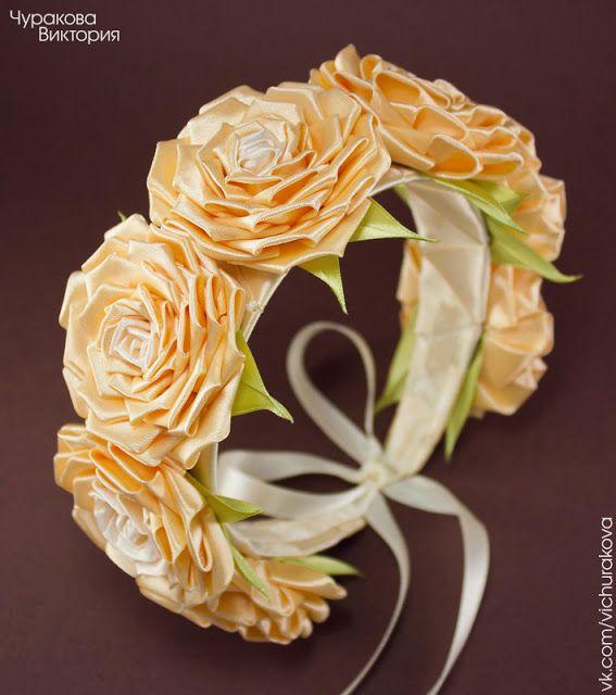 Ободок-венок на голову с персиковыми розами ручной работы из атласных лент. Ободок, обруч, венок, веночек, канзаши, розы, персиковый, бежевый, украшение, для волос, свадьба, для невесты, ручная работа. #vichurakova Виктория Чуракова. Цветы из ткани, Киев, Украина, купить. Flower crown, handmade, flowers, roses, kanzashi, beige, peach, satin ribbon.