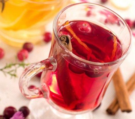 Rozgrzewająca herbata żurawinowa - Przepisy. Rozgrzewająca herbata żurawinowa to przepis, którego autorem jest: Magda Gessler