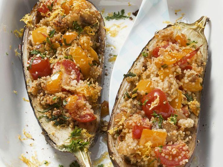 Auberginen mit Couscous-Gemüse-Füllung | Kalorien: 360 Kcal - Zeit: 40 Min. | http://eatsmarter.de/rezepte/auberginen-mit-couscous-gemuese-fuellung