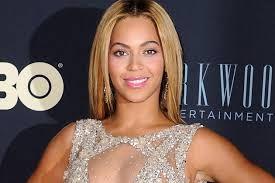 Nuevo post: Beyoncé se une a la moda #Swarovski. Como ya hicieron otros artistas, la cantante Beyoncé también se ha unido a la moda de los cristales Swarovski para brillar como la máxima estrella de los premios Brit Awards, los cuales presentaba. http://www.vancrystals.com/blog/beyonce-se-une-a-la-moda-swarvoski/