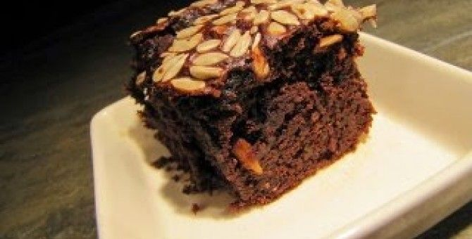 chocolate cake recipe is simple and delicious with a delicious walnut toppingmaterial