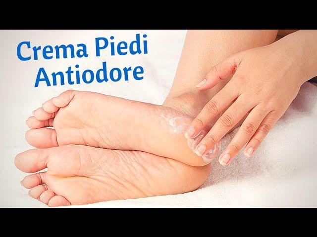 La Crema Piedi Antiodore fatta in casa per rinfrescare, disinfettare e ridurre la formazione del cattivo odore lasciando la pelle morbida e asciutta