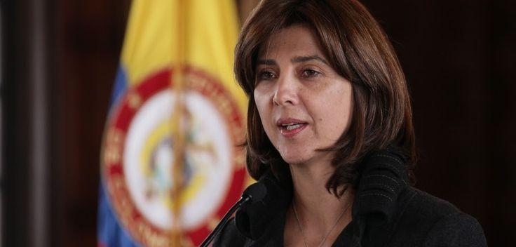 Canciller y gobernadores de la frontera venezolana acuerdan estrategias de control http://www.hoyesnoticiaenlaguajira.com/2017/09/canciller-y-gobernadores-de-la-frontera.html
