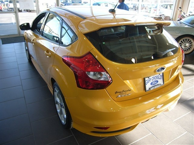 2013 Orange Ford Focus ST //.iseecars.com/used-car-finder   Cars in Cool Colors (Trucks and SUVs too!)   Pinterest   Ford focus Car finder and Ford & 2013 Orange Ford Focus ST http://www.iseecars.com/used-car-finder ... markmcfarlin.com