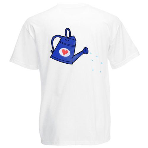 Acest tricou, precum si cel pentru mamica si cel pentru copil, poate fi cumparat separat. Orice planta creste bine atunci cand este udata. Aici, copilul este reprezentat de o plantuta mica in ghiveci iar parintii sunt stropitori. Taticul este reprezentat de o stropitoare albastra cu o inimioara rosie.   Pentru mamica, puteti cumpara acest tricou personalizat Tricou familie Stropitoare (mama), iar pentru copil Tricou familie Stropitoare (copil).