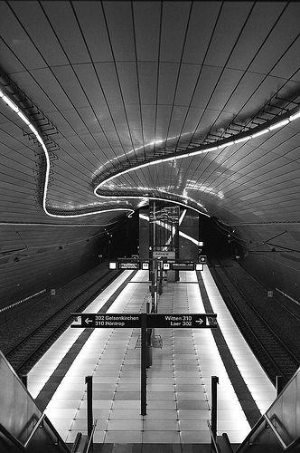 Straßenbahn-Haltestelle Lohring in #Bochum