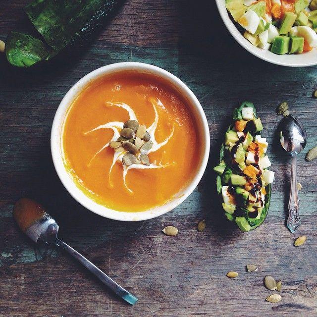 #ShareIG Фотография не новая,но одна из моих любимых( морковный сюп и закуска из авокадо и вареного яйца). Затянула,но все же напишу #20фактовосебе;)⬇️