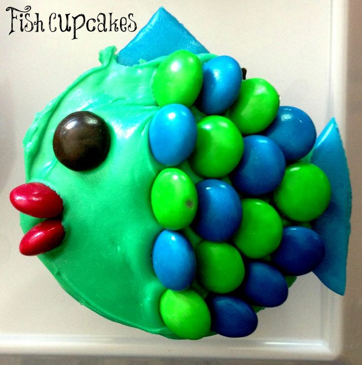 fish cupcakes with multicolor scales and airhead fins.