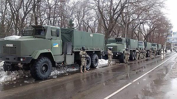 """Die so genannte """"Befreiung"""" des Donbass sollte in den nächsten zwei Jahren stattfinden, kündigte der ukrainische Minister für innere Angelegenheiten Arsen Awakow bei einer erweiterten Sitzung des Militärrates der Nationalgarde in der Ukraine laut der Pressestelle der Abteilung an.          H"""