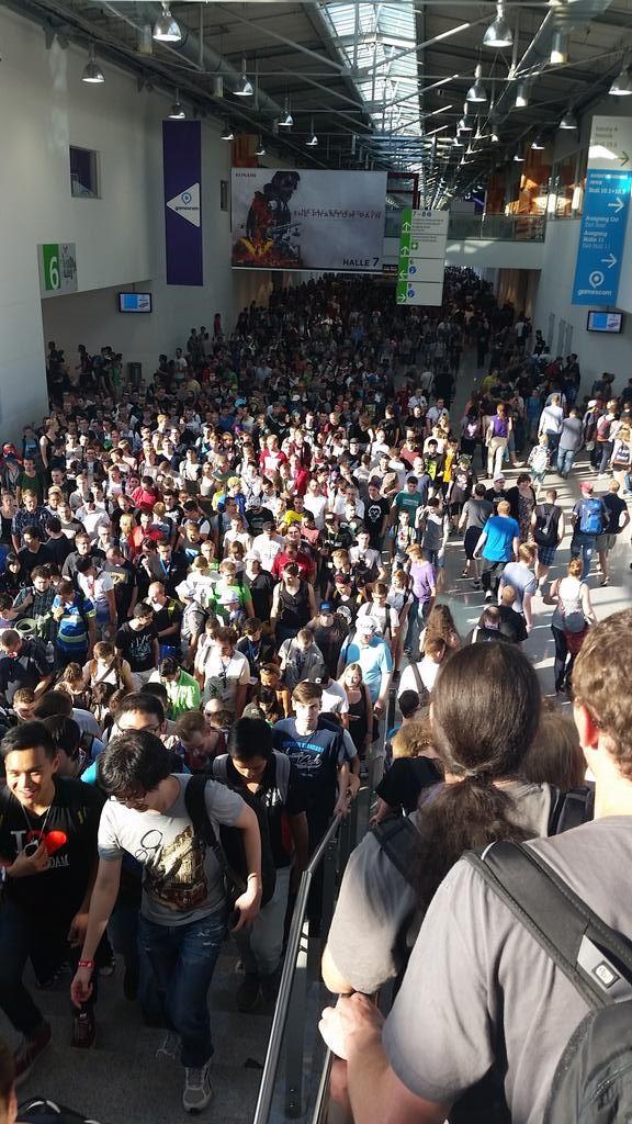 Po výstavisku sa nedá pohybovať. #gamescom15