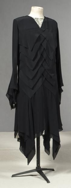 About 1930 - French. Silk.