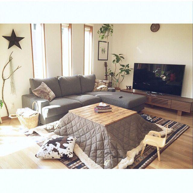 nekomusumeさんの、Lounge,こたつ,こたつ布団,プラントハンガー,ニトリのクッションカバー,ワトコオイル ミディアムウォルナット,ニトリソファー,しまむらのラグ,自作プラントハンガー,こたつ天板DIY,こどもと暮らす。,こたつのある部屋,自作のスターについての部屋写真