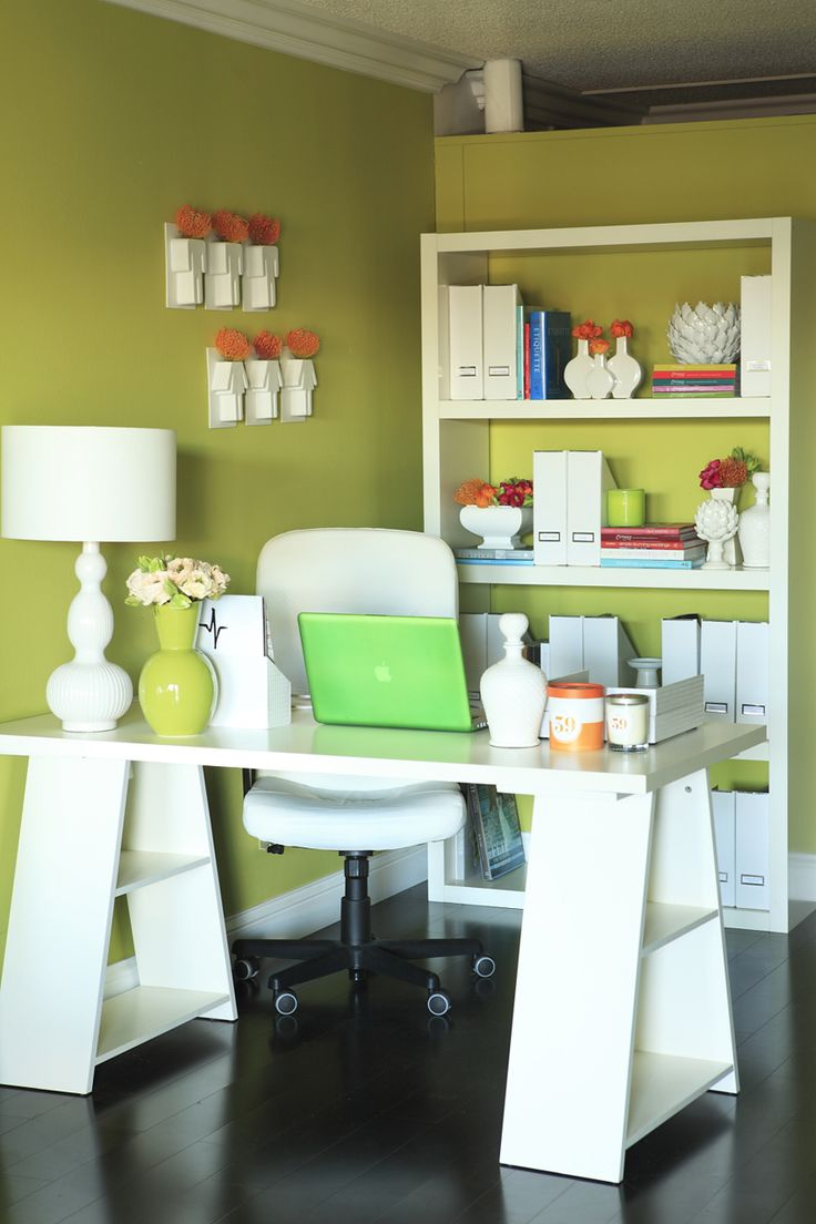 office: Offices Desks, Green Wall, Offices Spaces, Green Offices, Offices Colors, Offices Ideas, Organizations Offices, Home Offices, Work Spac