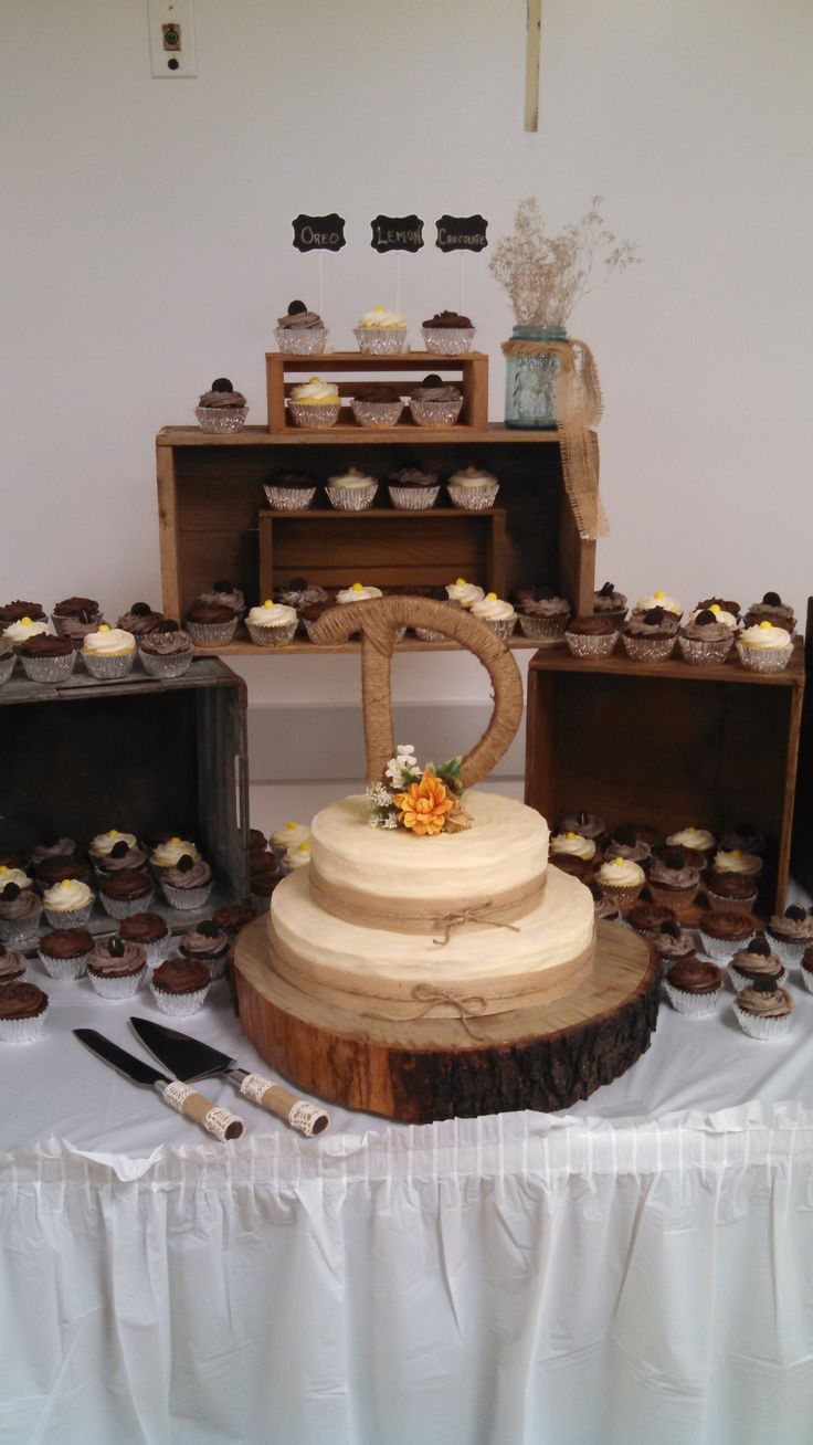 rustic wedding cake display ideas use boxes and crates to create a beautiful cupcake 19530